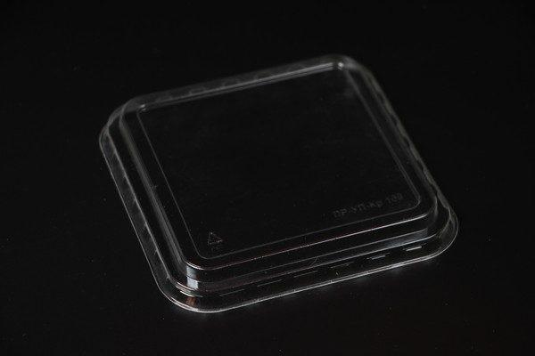 Крышка ПР-УП-109 для контейнера-креманки. Крышка квадратная для десертного контейнера с размерами 109х109х65мм. Цена: 4.65 руб.